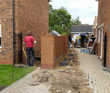 Extension wall on boundary to plot