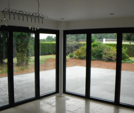 L shaped bi-fold doors forming an open space onto a level threshold patio