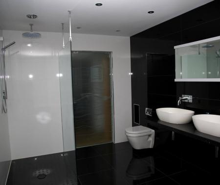 Master em-suite bathroom